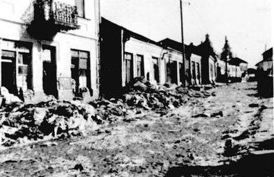 Одна из улиц гетто, после уничтожения евреев. 1942 г.