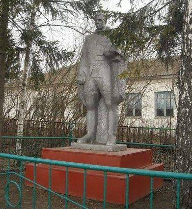 с. Кузьменки Арсеньевского р-на. Памятник, установленный на братской могиле, в которой похоронены советские воины.