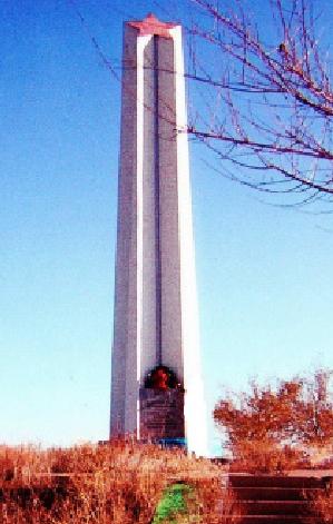 ст. Верблюжья Ахтубинского р-на. Памятник на братской могиле бойцов 169-й дивизии погибших при обстреле.