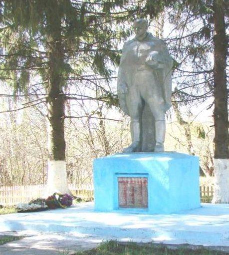 с. Меркулово Арсеньевского р-на. Памятник, установленный на братской могиле, в которой похоронены советские воины.