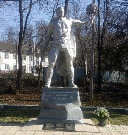 с. Лобаново Ефремовского городского округа. Памятник, установленный в честь погибших односельчан.