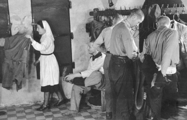 Дезинфекция одежды евреев, перед отправкой на работы. Май 1941 г.