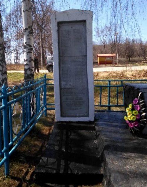 с. Луговка Ефремовского городского округа. Обелиск погибшим односельчанам.