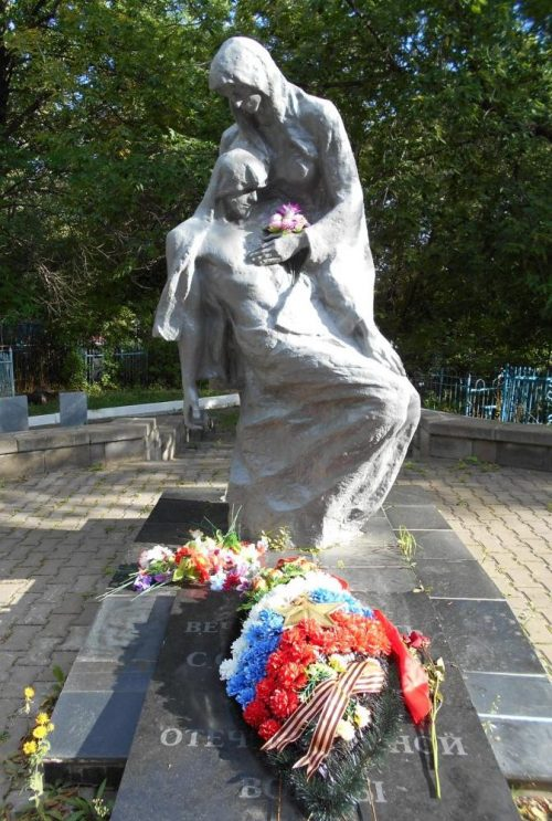 с. Никольское Енотаевского р-на. Памятник воинам, погибшим в Великой Отечественной войне.