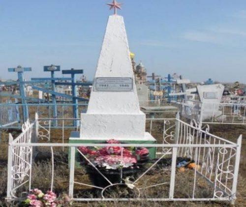 с. Никольское Енотаевского р-на. Братская могила воинам, умершим от ран в госпитале.