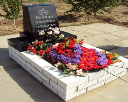 п. Новострой Енотаевского р-на. Памятник, установленный в 2011 году в честь воинов, павшим в годы войны.