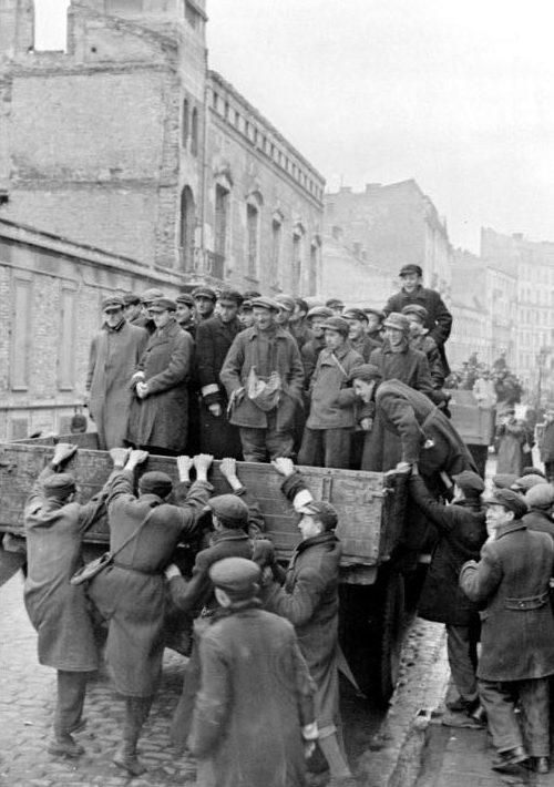 Отправка евреев на работу. Май 1941 г.