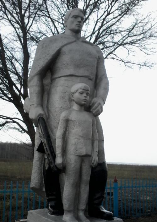 д. Малое Шеламово Чернского р-на. Памятник, установленный на братской могиле, в которой похоронены советские воины.