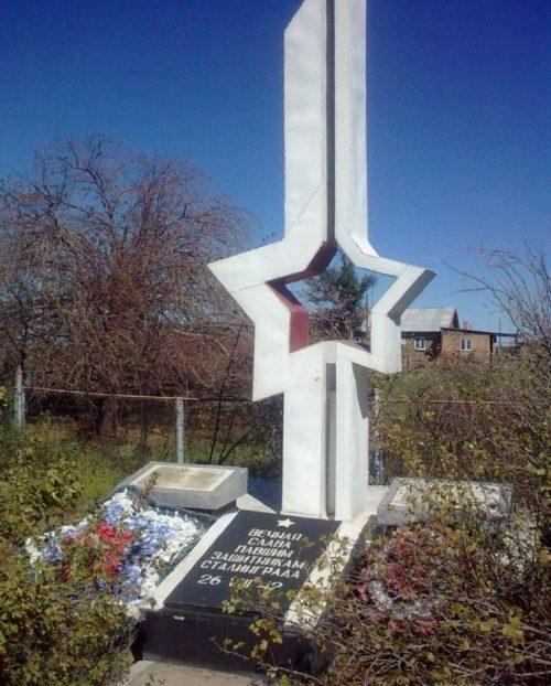 ст. Кочевая Ахтубинского р-на. Памятник, установленный на братской могиле советских воинов, погибших в 1942 году.
