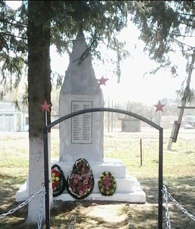 с. Николо-Вяземское Черского р-на. Обелиск, установленный в 1966 году на братской могиле, в которой похоронены советские воины.
