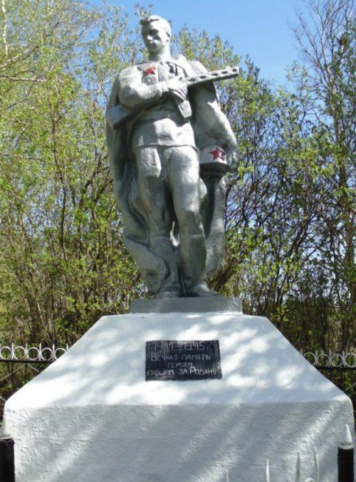 д. Ясенки Арсеньевского р-на. Памятник, установленный на братской могиле, в которой похоронены советские воины, погибшие в годы войны.