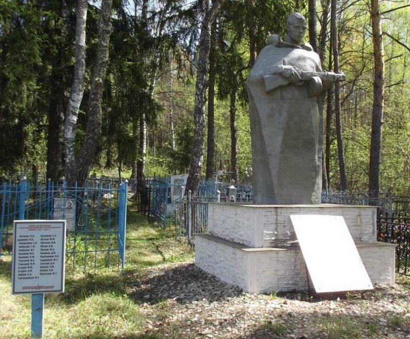 д. Подберезово Черского р-на. Памятник, установленный на братской могиле, в которой похоронены советские воины.