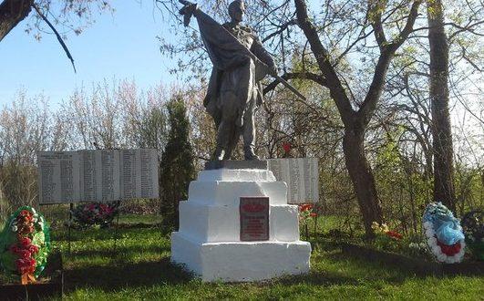 д. Бакино Белевского р-на. Памятник, установленный в 1957 году на братской могиле, в которой похоронены советские воины.