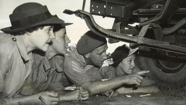Обучение техников AWAS. 1942 г.