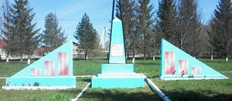 с. Полтево Чернского р-на. Обелиск, установленный в 1966 году на братской могиле, в которой похоронены советские воины.
