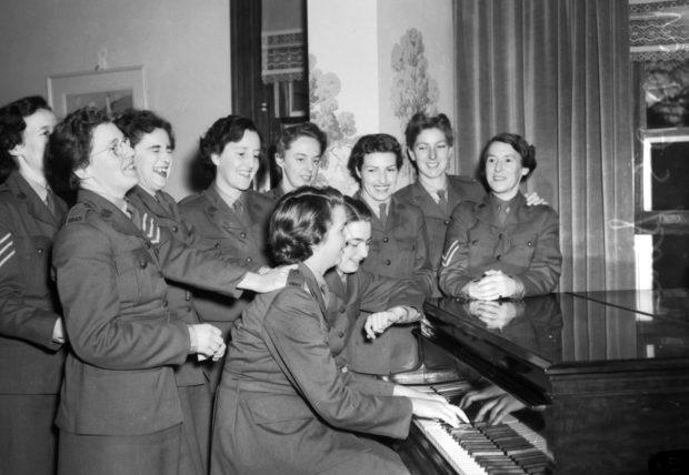 Служащие AWAS во время отдыха. 1942 г.
