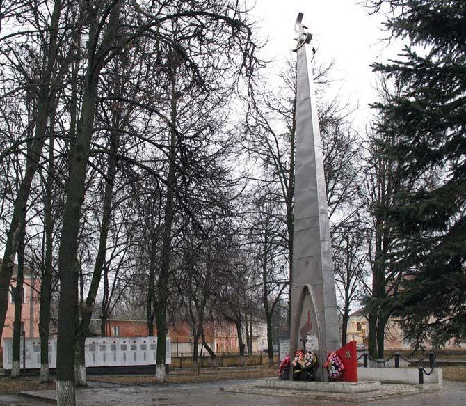 Монумент защитникам Родины.