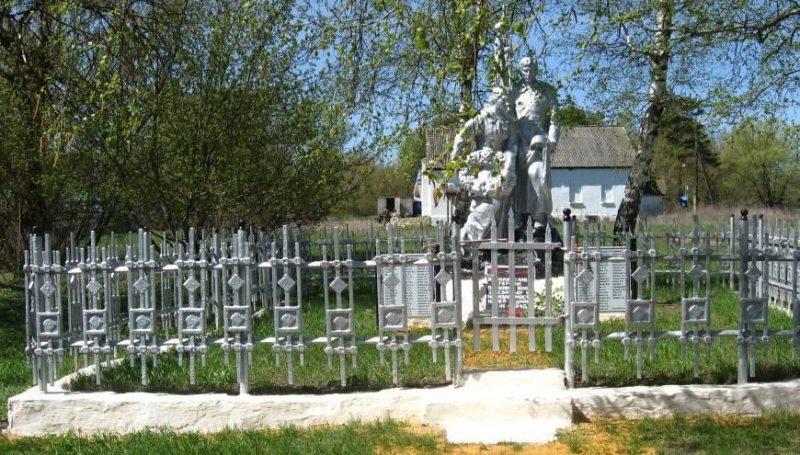 д. Соловьевка Чернского р-на. Памятник, установленный на братской могиле, в которой похоронены советские воины.