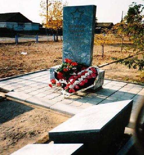 с. Пологое Займище Ахтубинского р-на. Мемориал землякам, погибшим в годы войны.