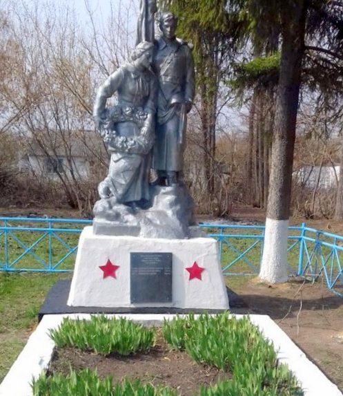 д. Шкилевка Ефремовского р-на. Памятник, установленный на братской могиле советских воинов, погибших в годы войны.