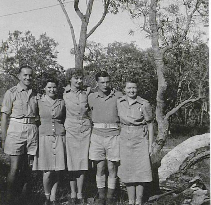 Служащие AWAS с мужчинами военнослужащими. 1944 г.