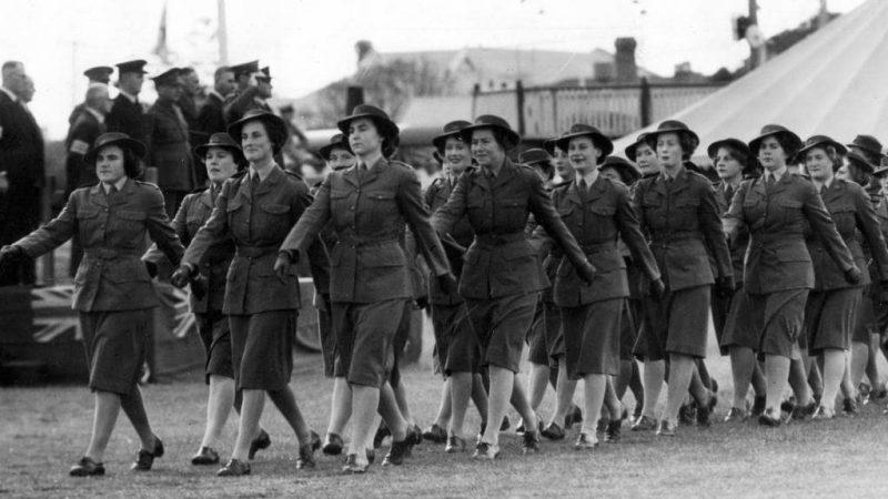 Служащие из AWAS на параде в Брисбене. 24 марта 1945 г.