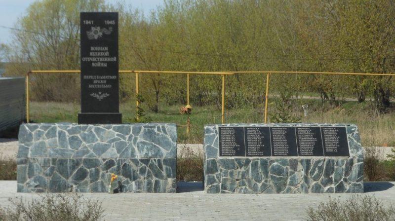 д. Александровка Заокского р-на. Памятник по улице Мичурина, установленный на братской могиле советских воинов, погибших в годы войны.