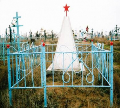 с. Удачное Ахтубинского р-на. Могила неизвестного солдата на сельском кладбище.