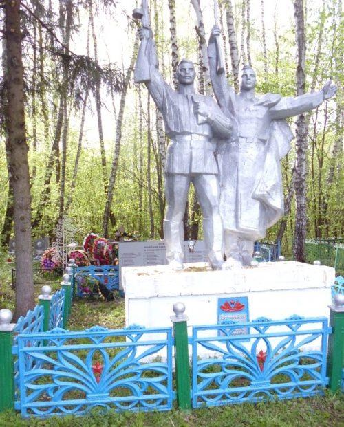 д. Березово Белевского р-на. Памятник, установленный на братской могиле в 1953 году, в которой похоронены советские воины.