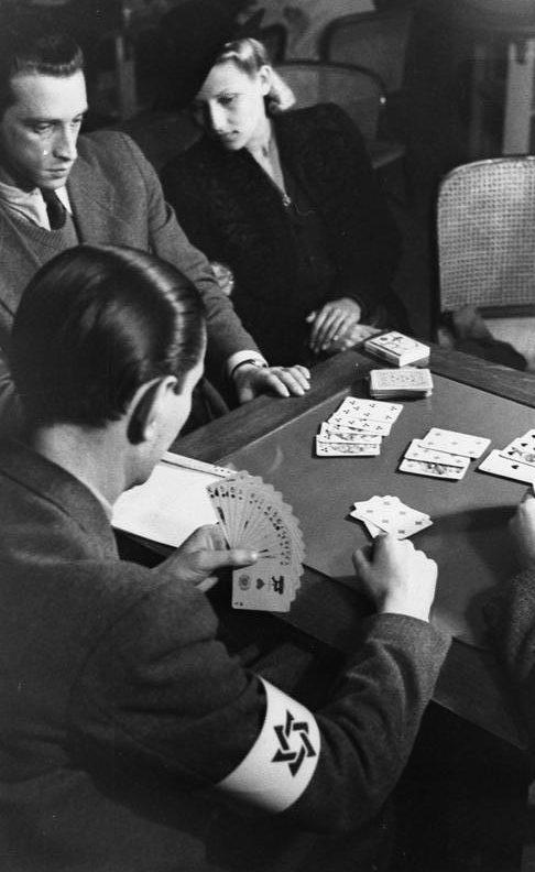 Еврейский ресторан-казино в гетто. Май 1941 г.