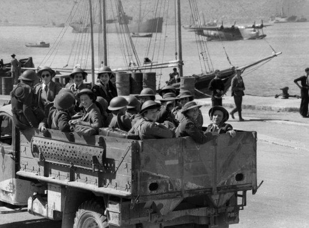 Медсестры AAMWS прибывают на Крит. 1940 г.