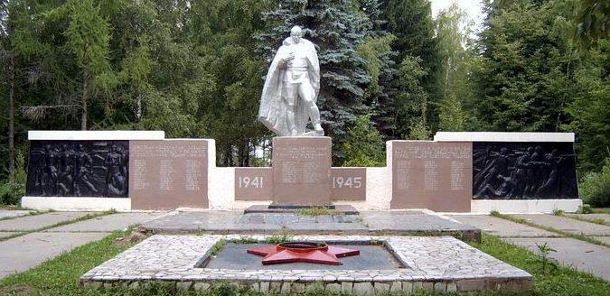 п. Заокский. Памятник погибшим землякам.