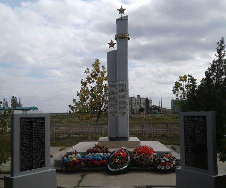 с. Семибугры Камызякского р-на. Обелиск по улице Курманова, установленный в 1990 году в память о воинах, погибших в годы войны.