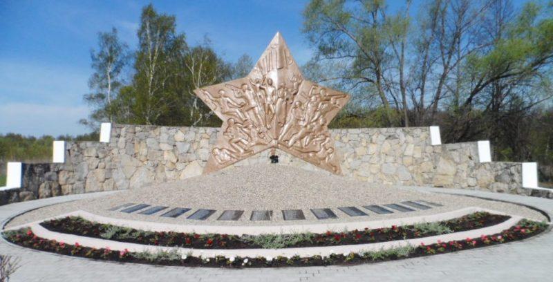 д. Малахово Заокского р-на. Памятник погибшим землякам, установленный на улице Магистральной.