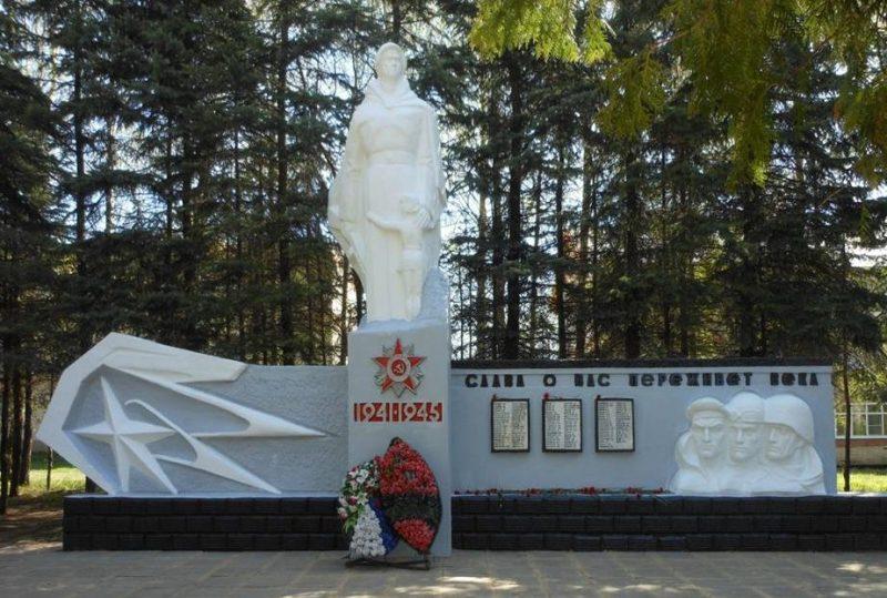 с. Ненашево Заокского р-на. Памятник погибшим землякам.