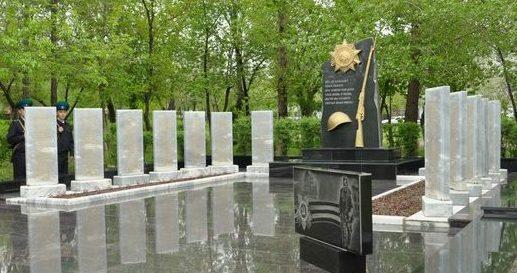 с. Красный Яр. Мемориальный комплекс в Братском саду.