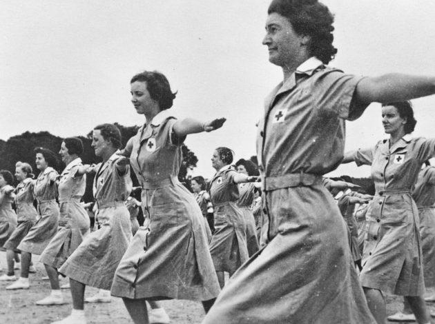 Члены AAMWS на физзарядке. 1944 г.