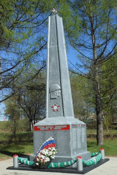 п. Пахомово Заокского р-на. Памятник по улице Юбилейной, установленный на братской могиле, в которой похоронены советские воины, погибшие в годы войны.