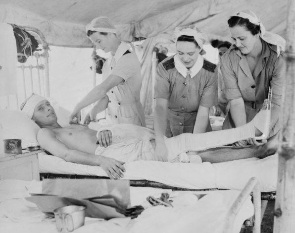 Медсестры AAMWS в госпитале Порт-Морсби, Папуа. Февраль 1944 г.
