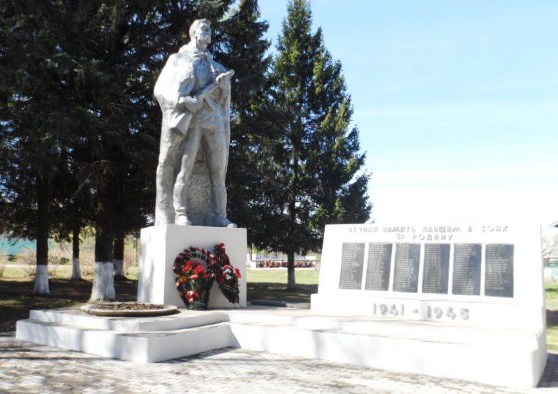 д. Русятино Заокского р-на. Памятник землякам, погибшим в годы войны установленный по улице Болотова.