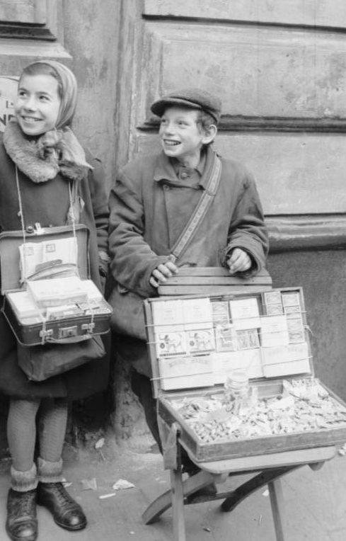 Уличные торговцы в гетто. Июнь 1941 г.