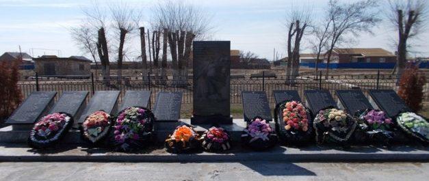 с. Кривой Бузан Красноярского р-на. Памятник, установленный в 2014 году в честь погибших земляков.