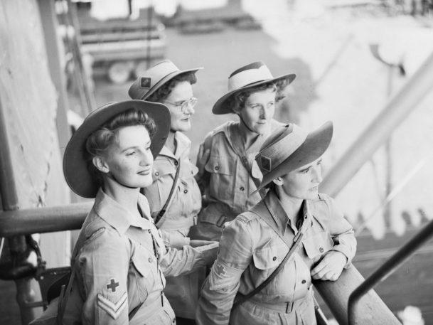 Члены AAMWS прибывают в Гвинею. Июнь 1944 г.