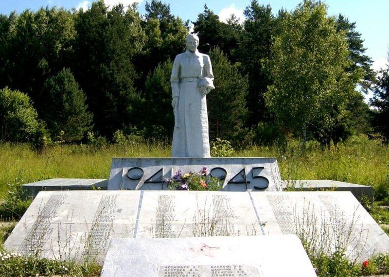 с. Страхово Заокского р-на. Памятник землякам, погибшим в годы войны.