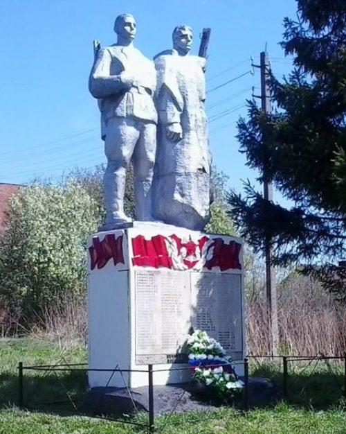 с. Шульгино Заокского р-на. Памятник по улице Чапаева, установленный на братской могиле, в которой похоронены советские воины, погибшие в годы войны.