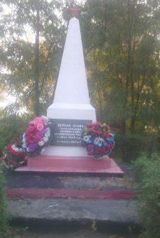 с. Нижняя Султановка Володарского р-на. Обелиск по улице Школьной, установленный в честь погибших земляков в годы войны.