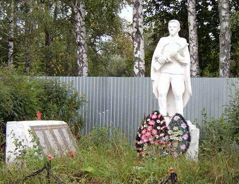 с. Яковлево Заокского р-на. Памятник погибшим землякам, погибшим в годы войны.