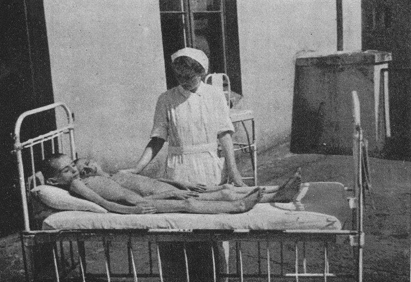 Изможденные от голода дети гетто. 1942 г.