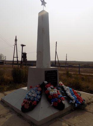 п. Трубный Володарского р-на. Обелиск по улице Комсомольской, установленный в 2006 году в честь погибших земляков в годы войны.