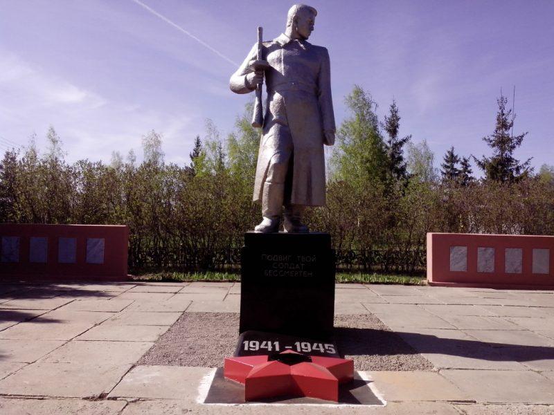 с. Ситово Каменского р-на. Памятник, установленный на братской могиле, в которой похоронены советские воины, погибшие в годы войны.